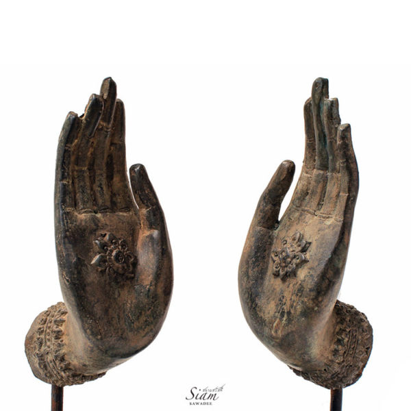 Hand-Statues-Teaching-Gesture